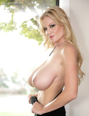 Kelly Madison Showing Off Her Ass - 00