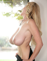 Kelly Madison Showing Off Her Ass - 01