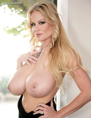 Kelly Madison Showing Off Her Ass - 02