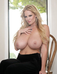 Kelly Madison Showing Off Her Ass - 04