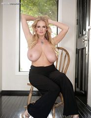 Kelly Madison Showing Off Her Ass - 05