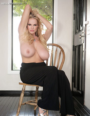 Kelly Madison Showing Off Her Ass - 06