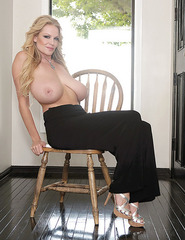 Kelly Madison Showing Off Her Ass - 08