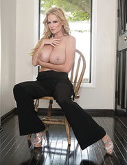 Kelly Madison Showing Off Her Ass - 11