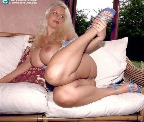 Blonde Milf Julia Miles